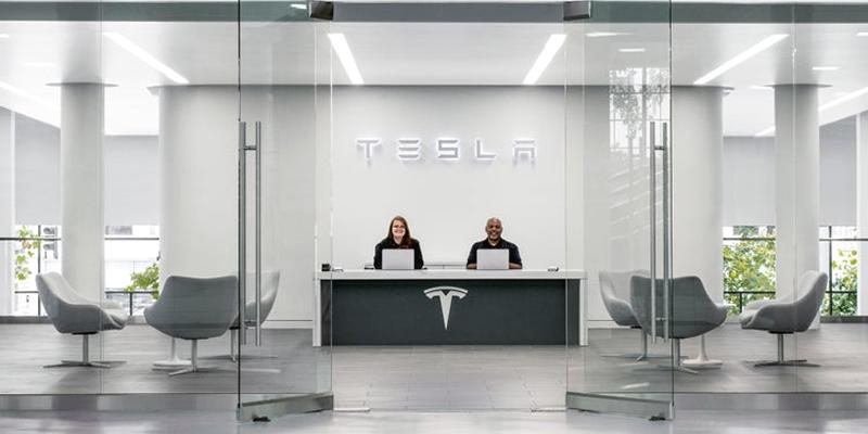 Що дивує (і шокує) співробітників Tesla на роботі